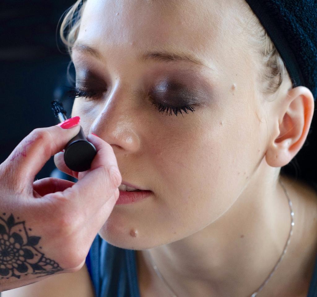 mobile beauty salon makeup