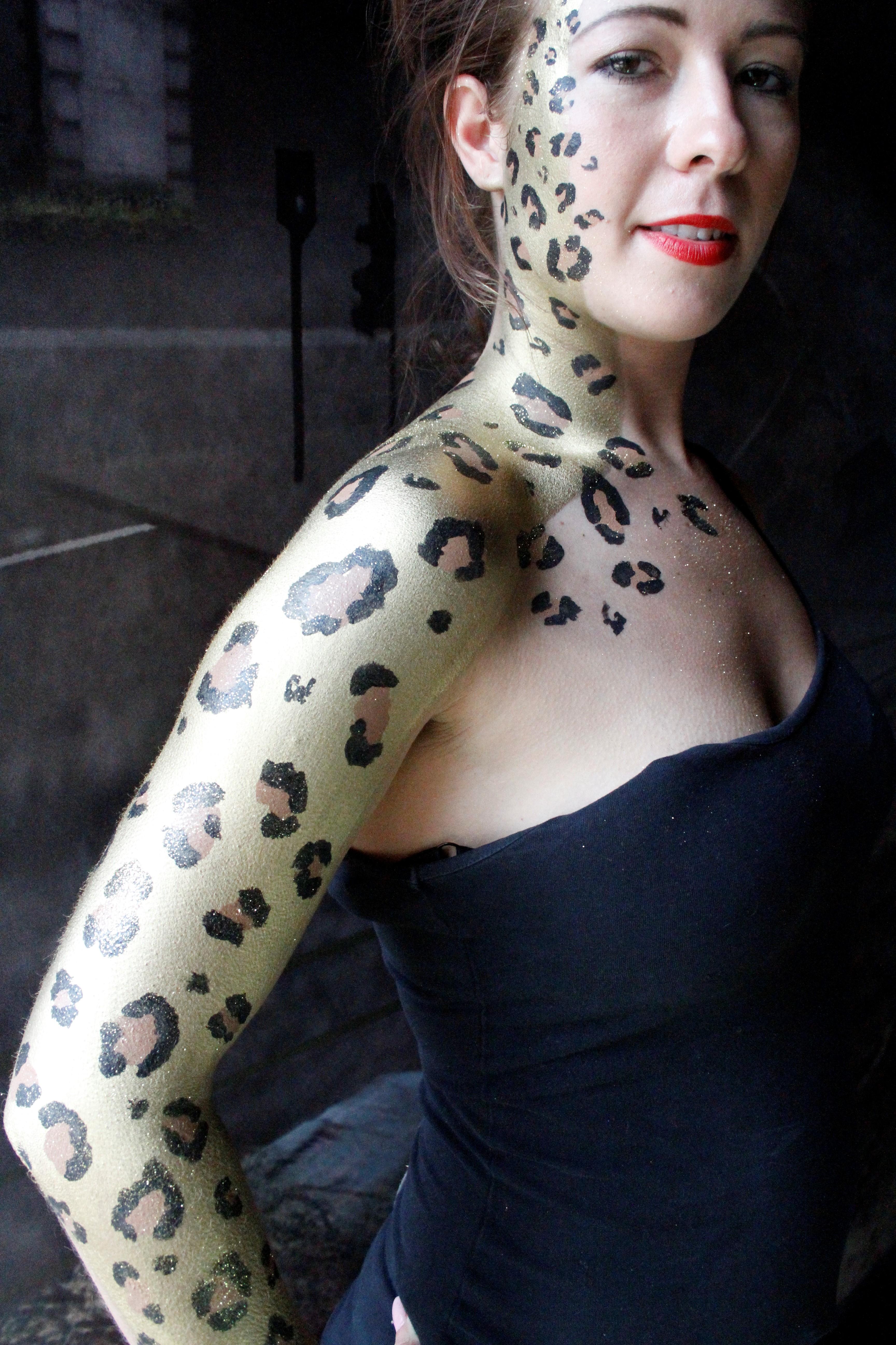 Vanity van body art leopard