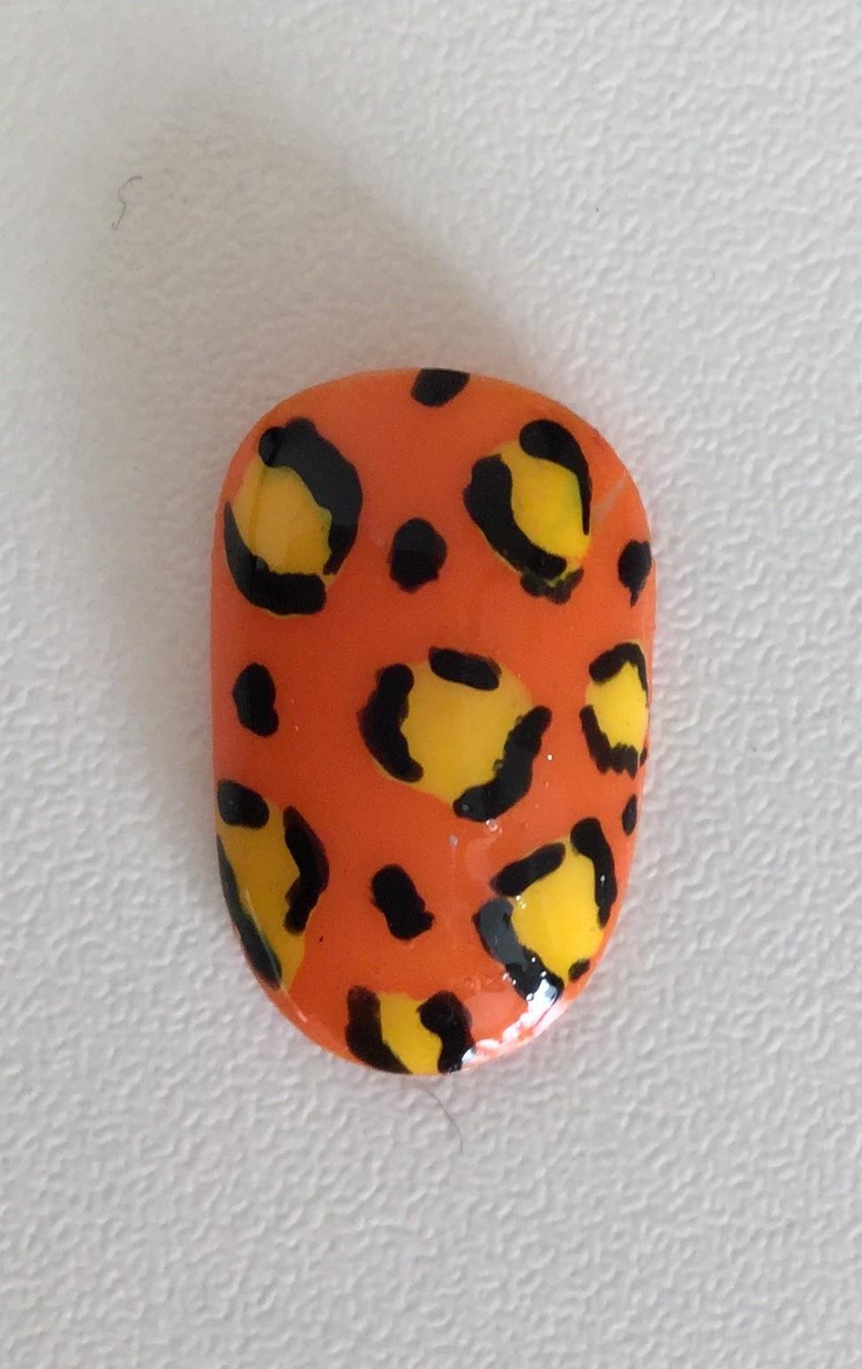 Vanity van nail art leopard print