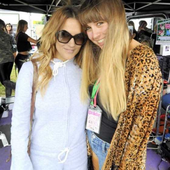 40-glastonbury-2013-caroline-flack-and-pal-who-came-in-for-hair-and-make-up-everyday