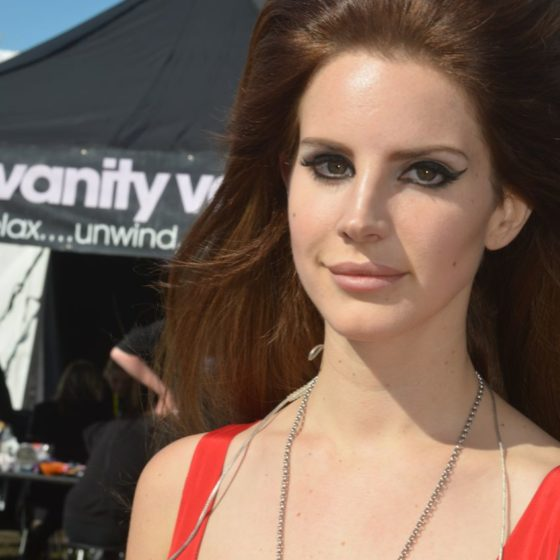 45-radio-one-big-weekend-2012-lana-del-rey-papped-looking-glam-outside-the-salon