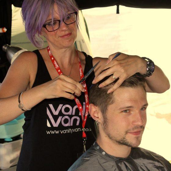 chris-bass-player-for-rae-mears-having-his-hair-cut
