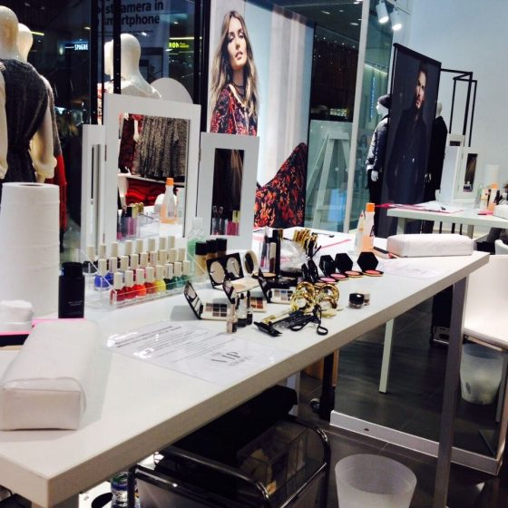 hm-beauty-tour-15-locations-nail-and-make-up-activation