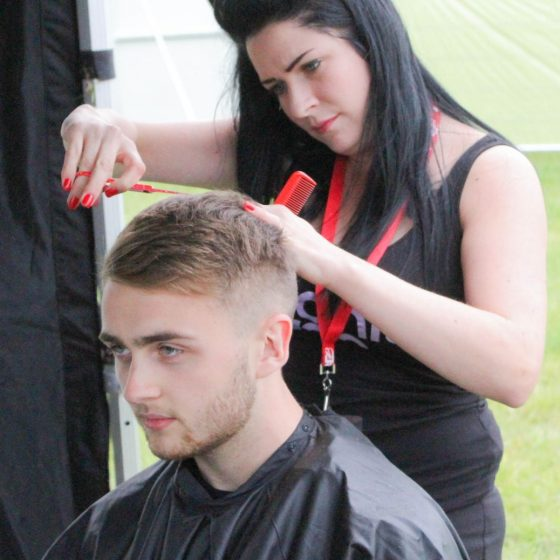 howard-from-disclosure-having-his-hair-cut-at-leeds-festival-2014