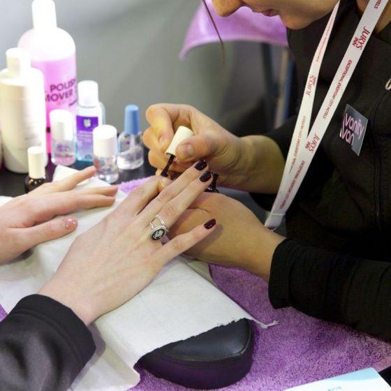 vanity-van-manicures-1