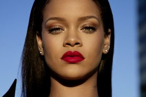 Statement lipstick beauty trends